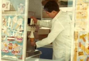 ice-cream-seller2